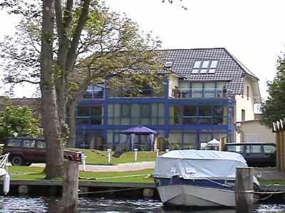 FeWo mit Bootsliegeplatz am Mirower See